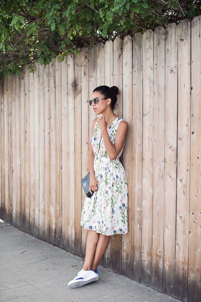 98c6b185bd3 Floral dress and white shoes. Pairing a floral dress with sneakers is a chic  comfy trend. via  grasiemercedes