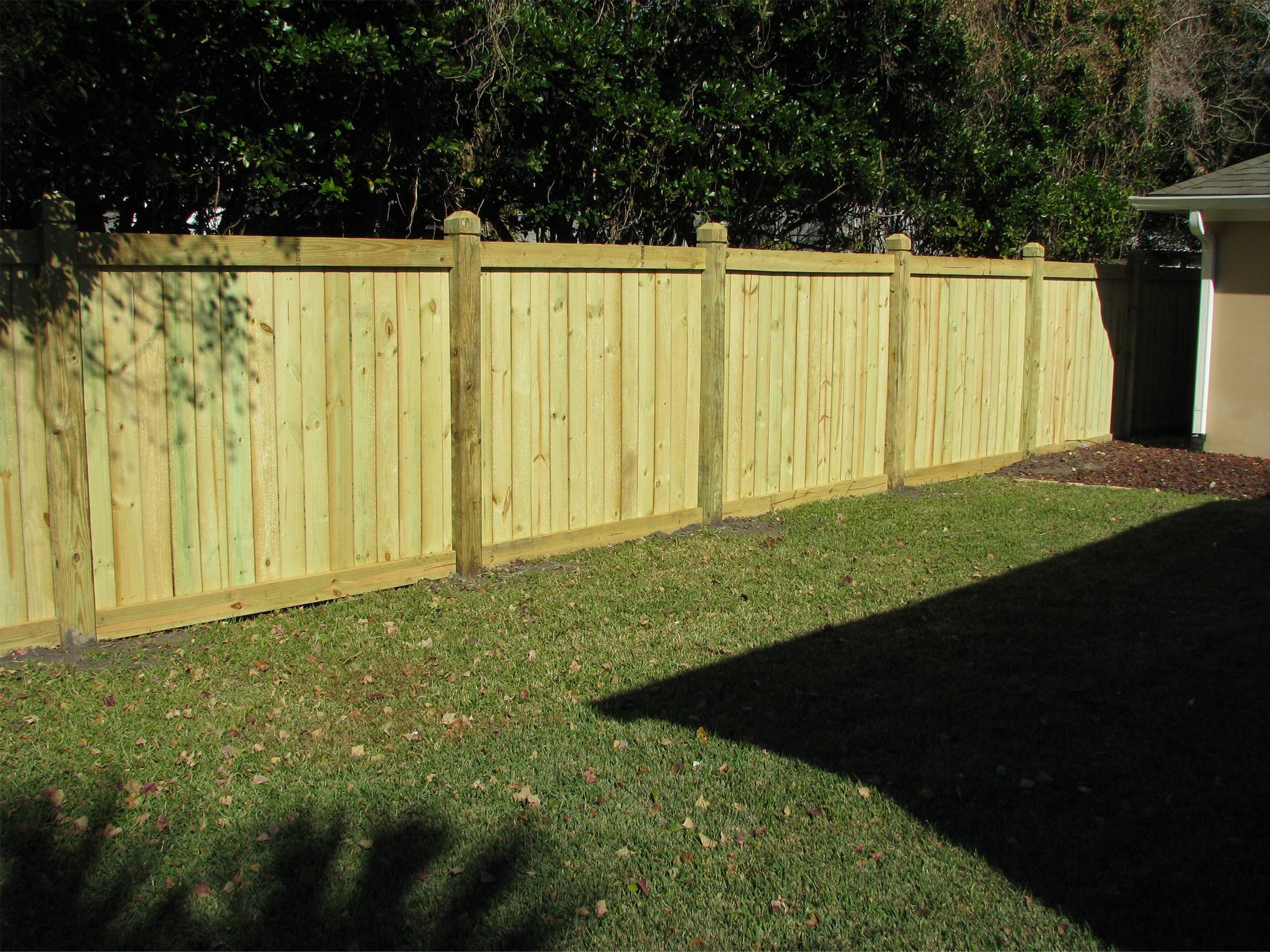 Prowell 39 s premier garden wood fence designs outdoor gear for Wood privacy fence ideas