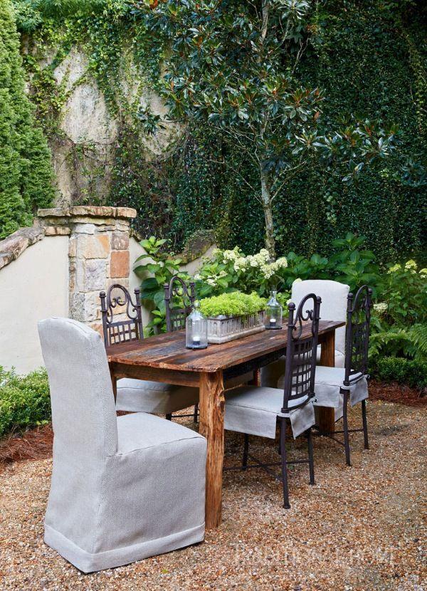 An English Garden in Alabama | Muebles antiguos, Balcones y Bancos