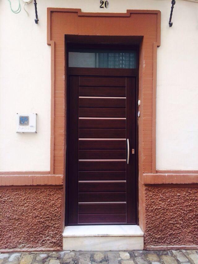 Puerta de seguridad exterior con altillo y cristal for Puertas seguridad