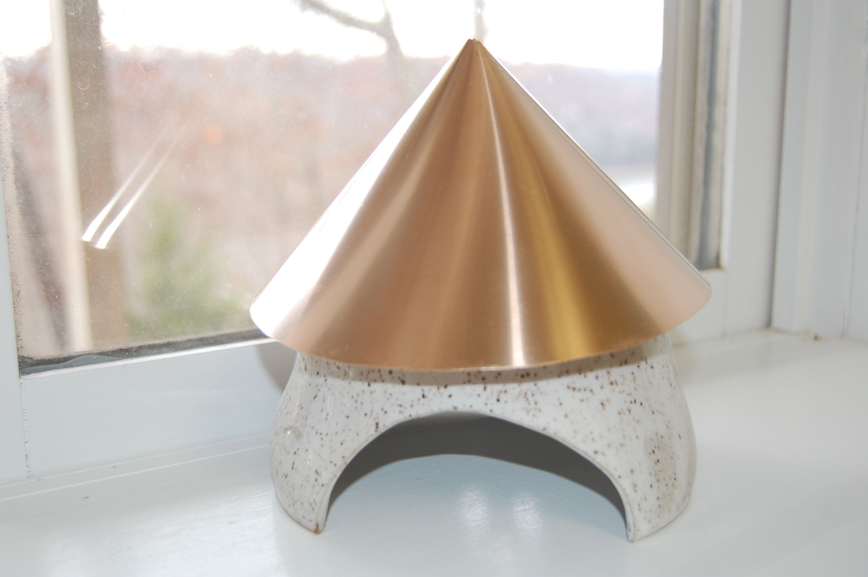 Best Copper Roof Toad Home White Glazed Pottery Frog Home 640 x 480