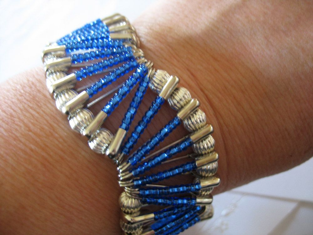 Beaded safety pin bracelet wave design in royal blue and for Safety pins for jewelry making