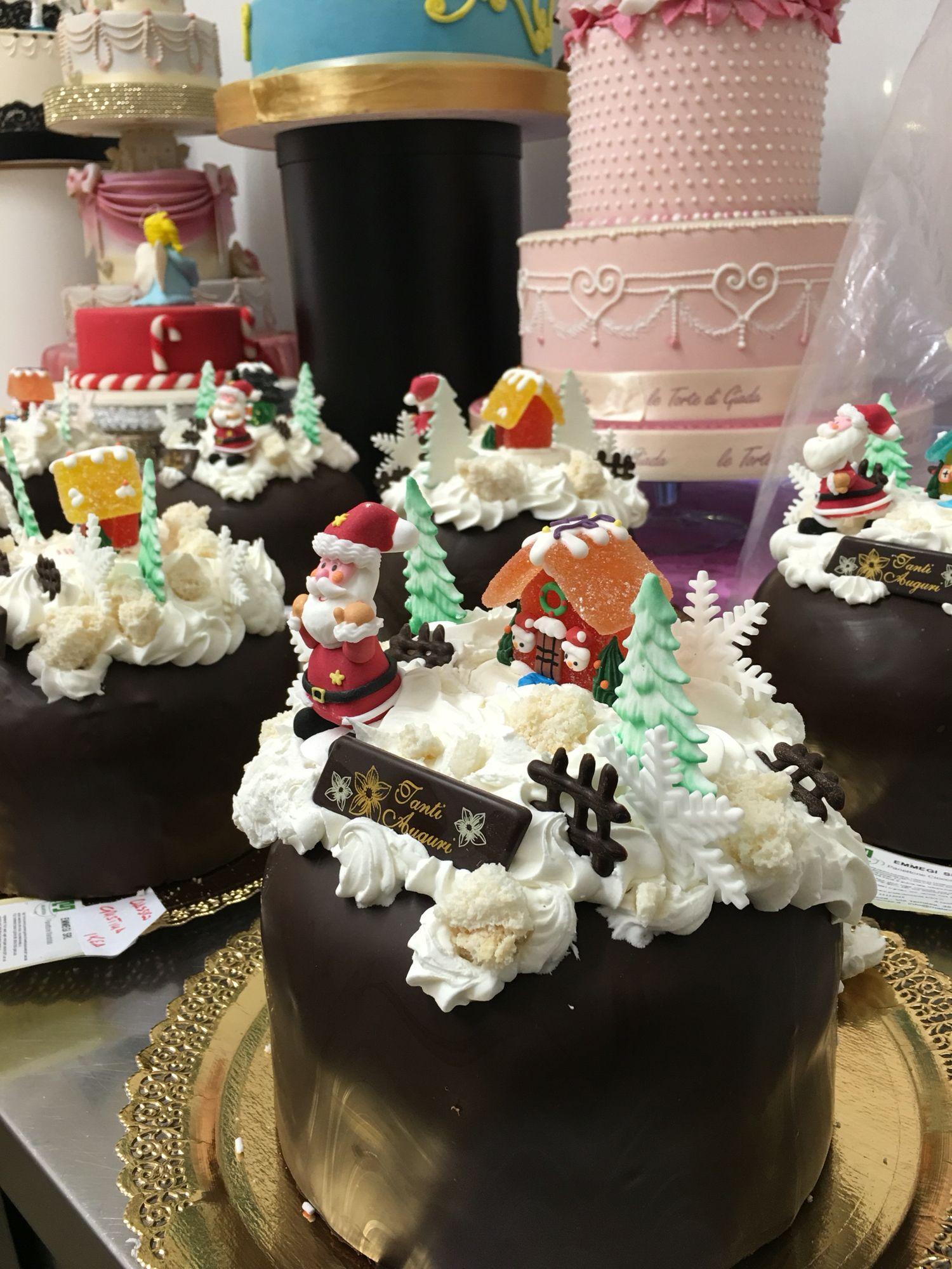 Torte Decorate Per Natale panettoni decorati per natale ordinateli anche su whatsapp