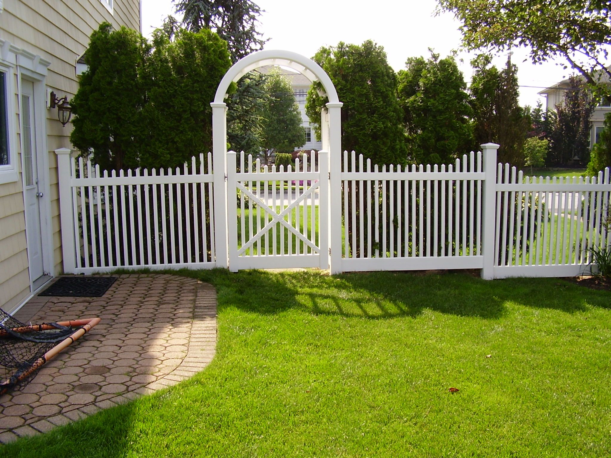 Best 42 Wide Pvc Grand Arbor With Saturn Scallop Stepped Pvc 640 x 480