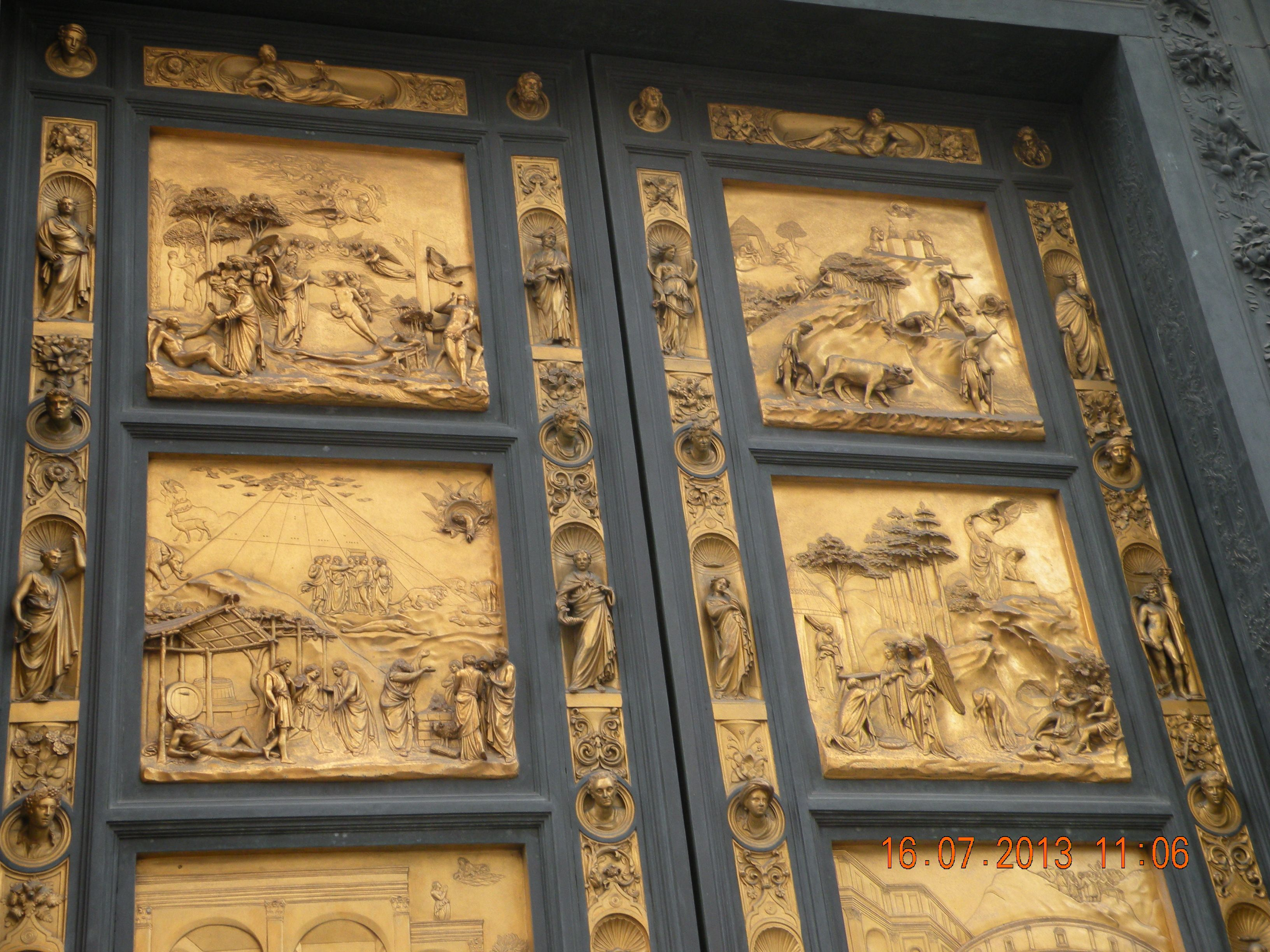 Gold on the door Florence, Italy   Florence cathedral ...