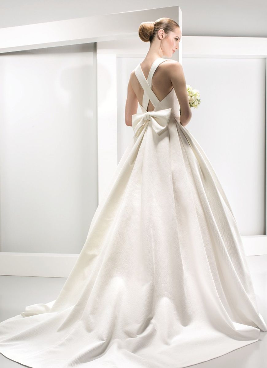 Dresses for a winter wedding reception   of the best winter wedding dresses  Put a bow on it  CHWV