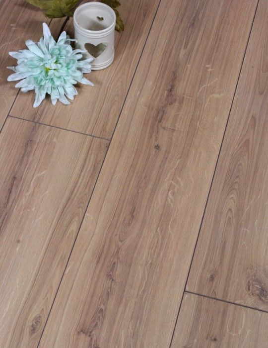 Western Oak 11mm Laminate Flooring Is Made By Industry Leaders Egger Who Manufacture Across Europe