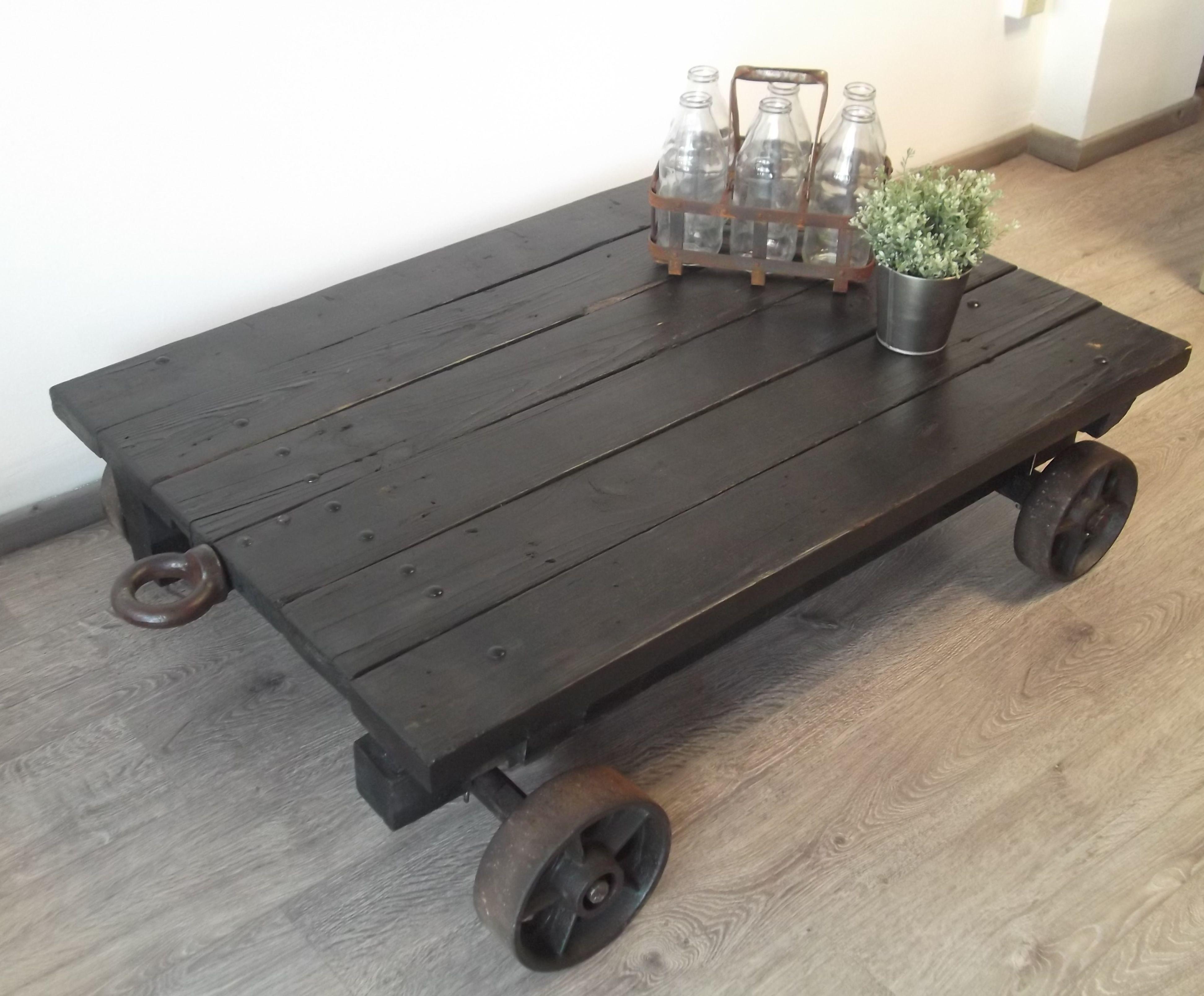 Pin de menilsa en ah ap pinterest mesas madera y - Mesas de centro con ruedas ...