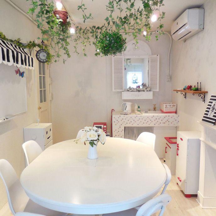 白いアンティークフレンチ風大人かわいい女性向けのスペース atelier mine アトリエマイン スペースマーケット スペース 撮影 鏡