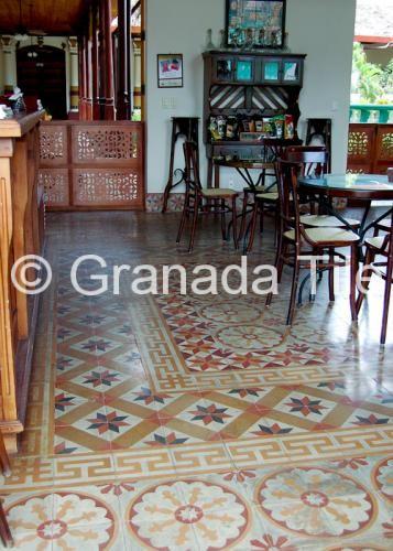 Diseños de Mosaicos de Cemento en el Café del Hotel Darío en Granada, Nicaragua