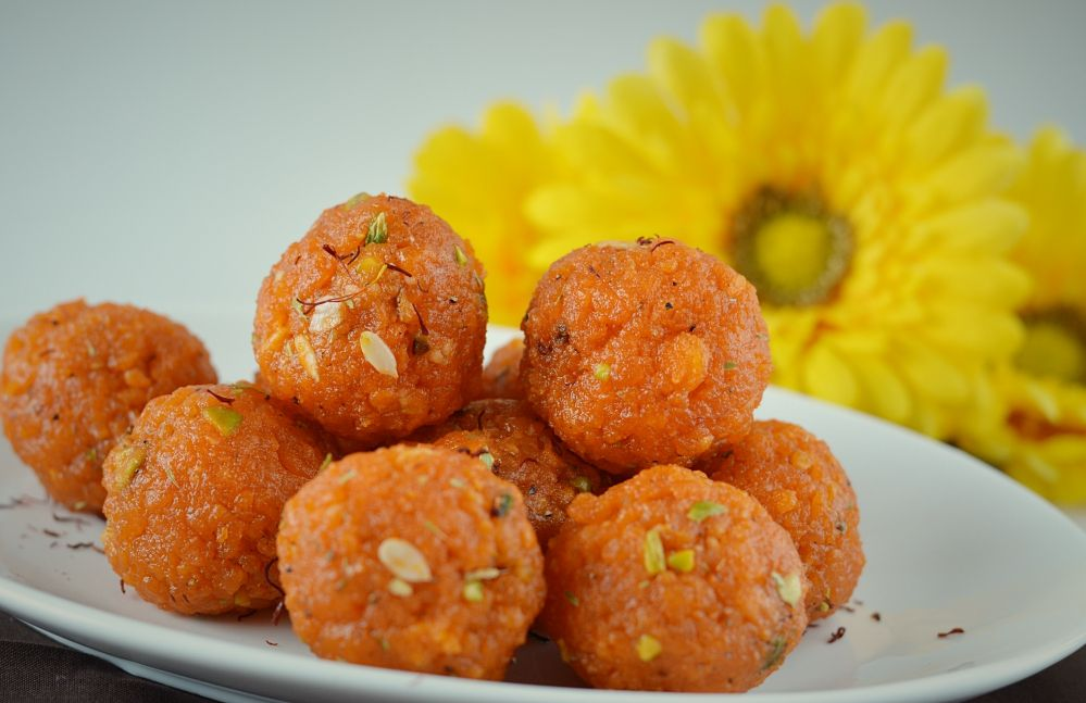 Small pearl size boondi balls are fried and later dipped in sugar syrup to form this delicious delight. Vision that everyone gets in their mind when they think of Motichoor ladoos is of these rich orange shaped balls.