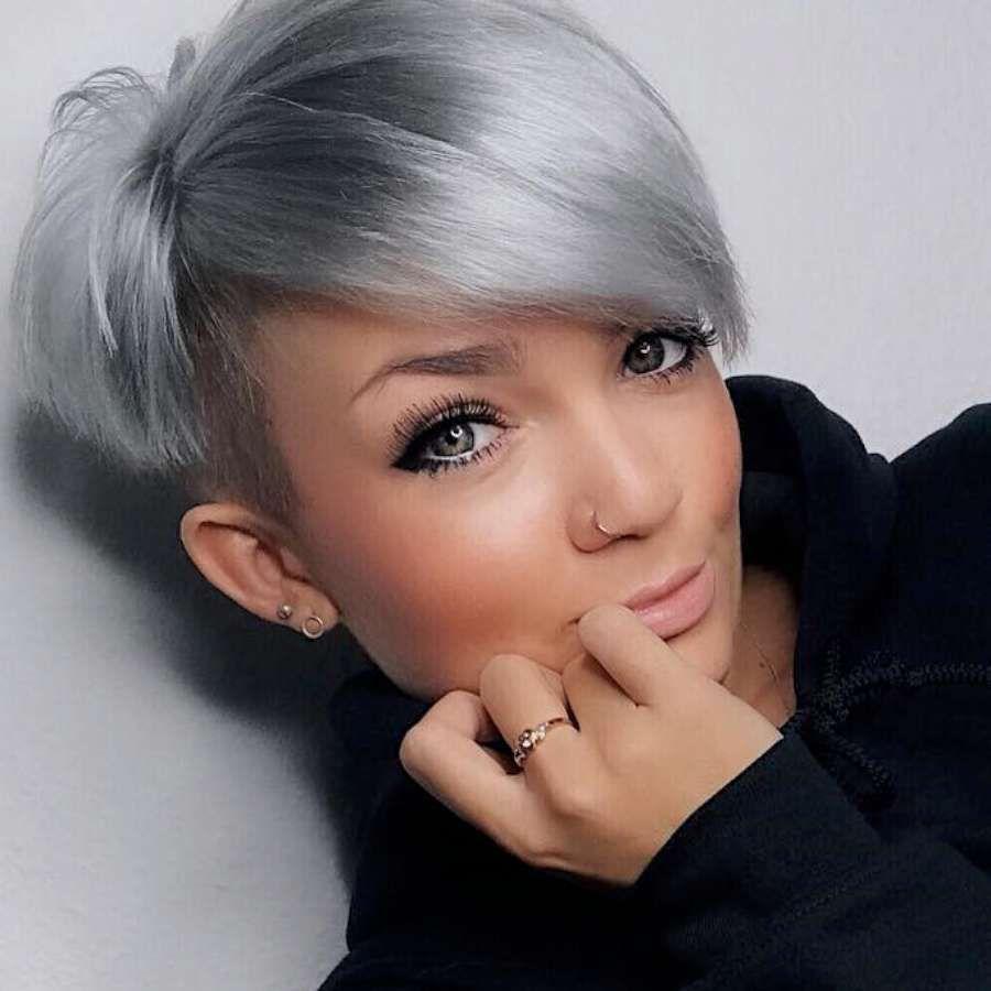 Cabello corto mujer gris