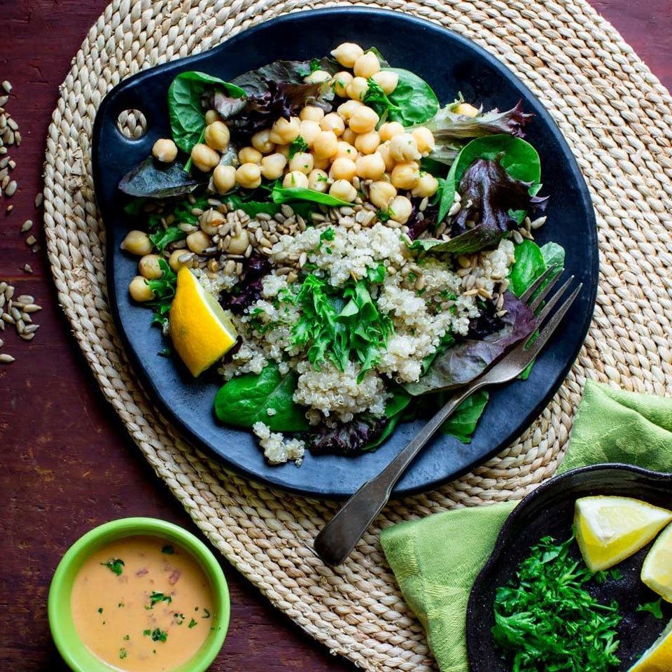 Photo of Quinoa Chickpea Salad with Roasted Red Pepper Hummus Dressing –  This hearty veg…