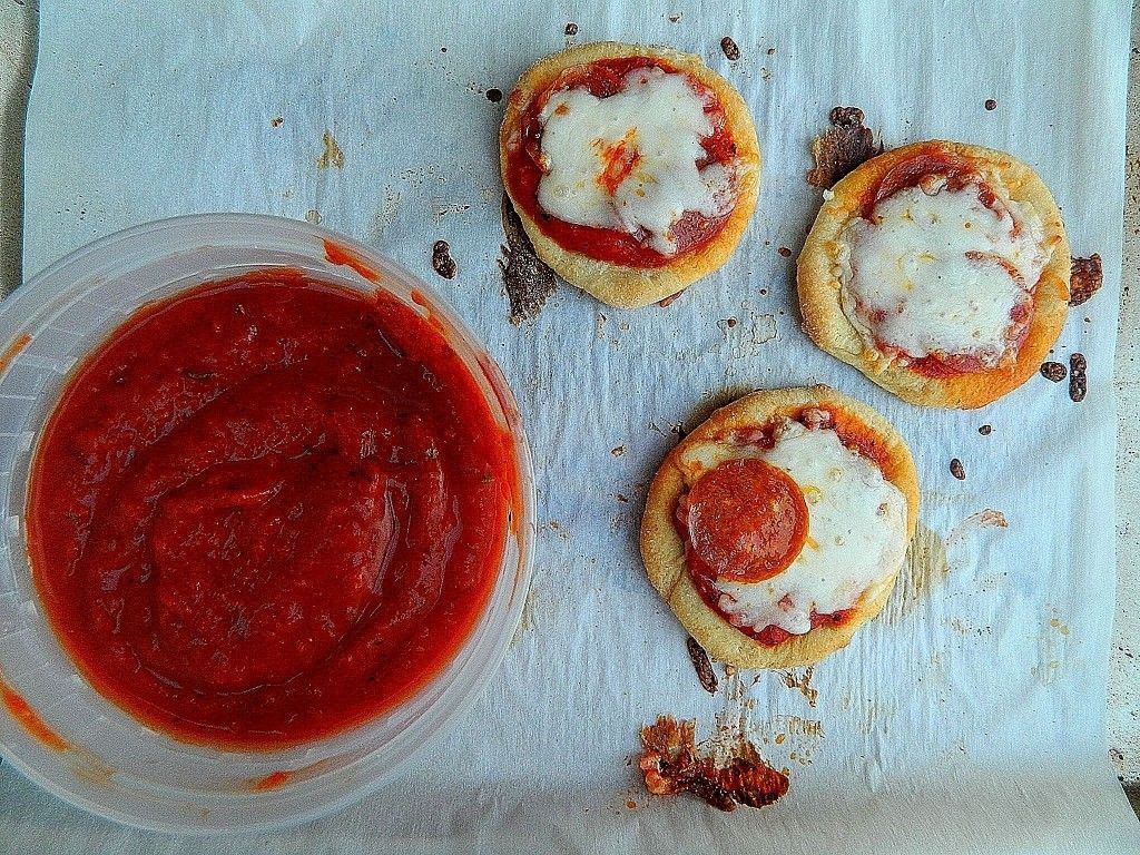 Mini Pizzas with Veggie Sauce - The Salty Kitchen | Pizza Pizza ...