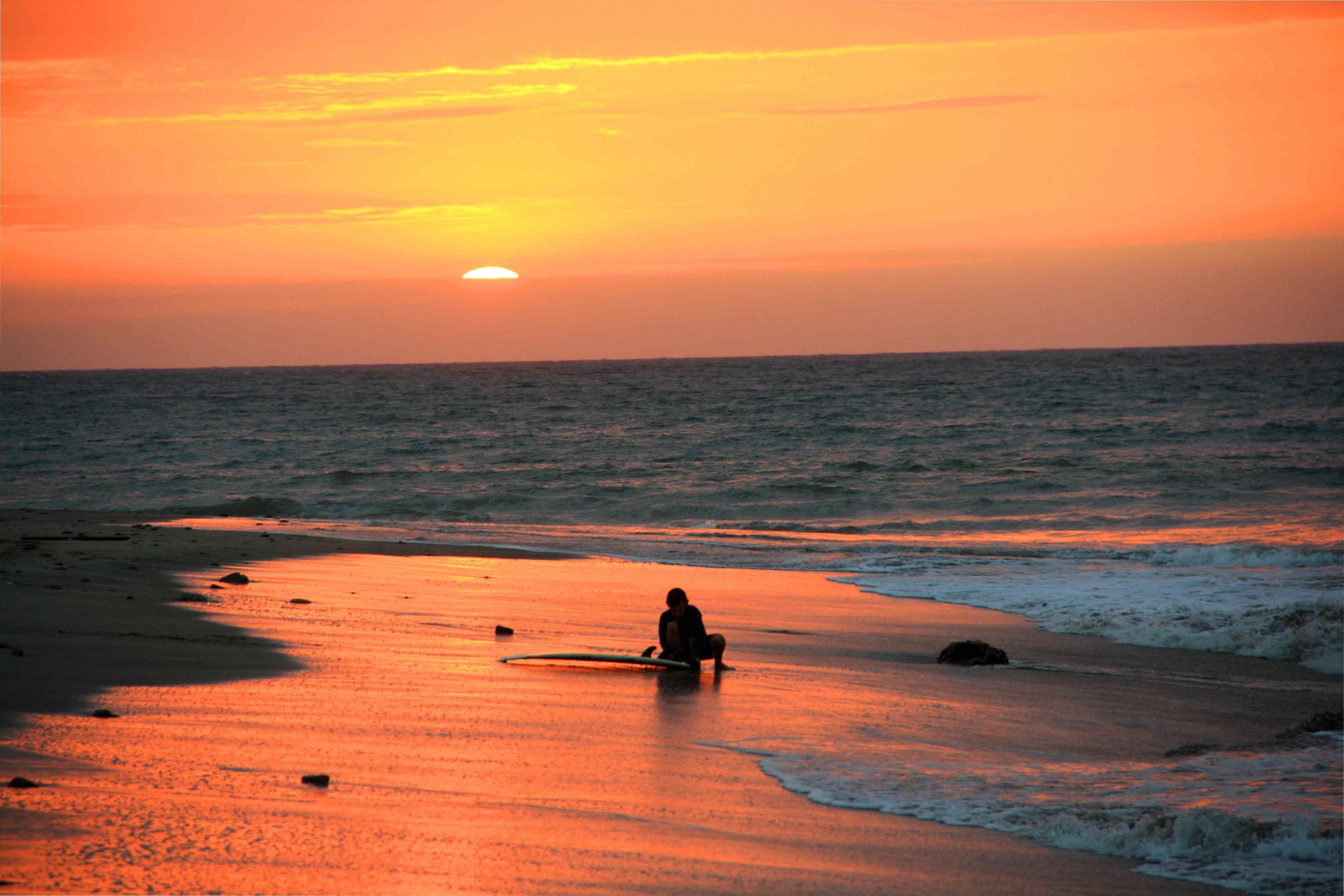 sunset surf session mancora peru 3a89f5fee50