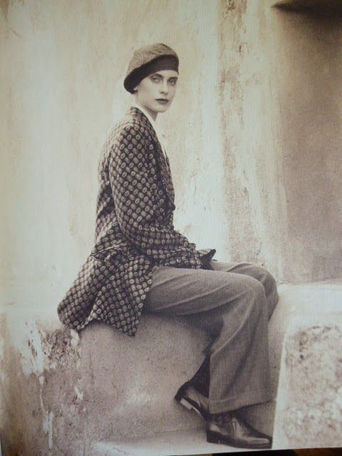 Armani 1990/91 Fall/Winter collection. Beautiful then, timeless now.