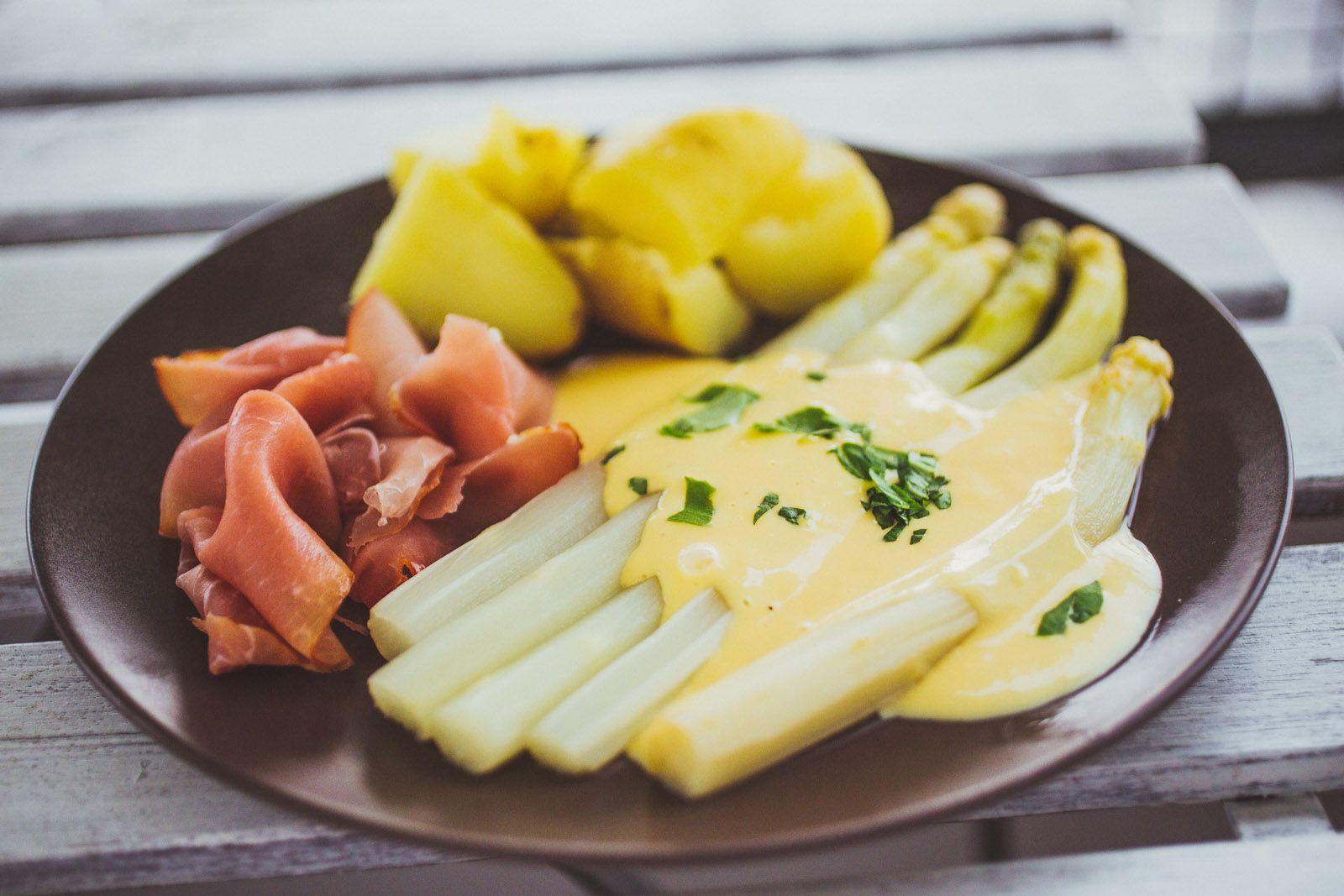 Der Klassiker Spargel Mit Sauce Hollandaise Kartoffeln Und