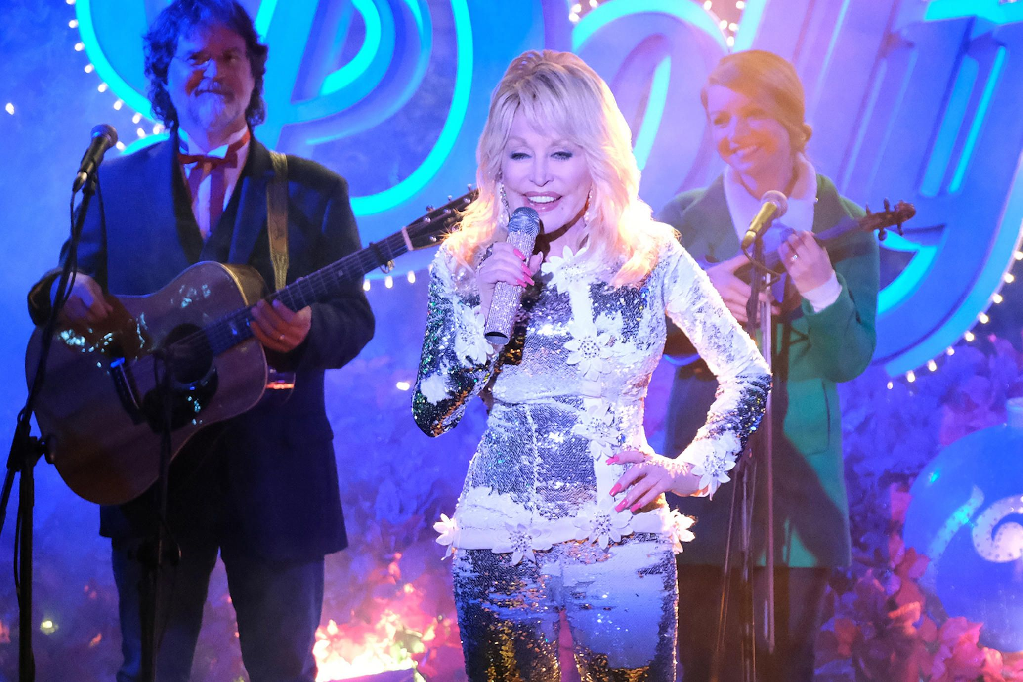 Hallmark's Christmas at Dollywood Needs More Dolly Parton