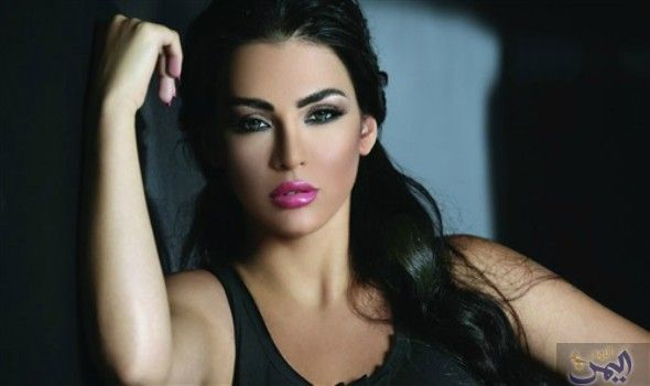 قمر اللبنانية تؤك د أن إطلالتها الجريئة كانت مواكبة لأحدث موضة Beautiful Arab Women Arab Women Beautiful
