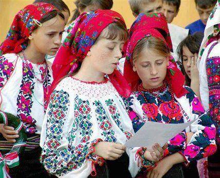 "Romanian ""csango"" traditional clothing"