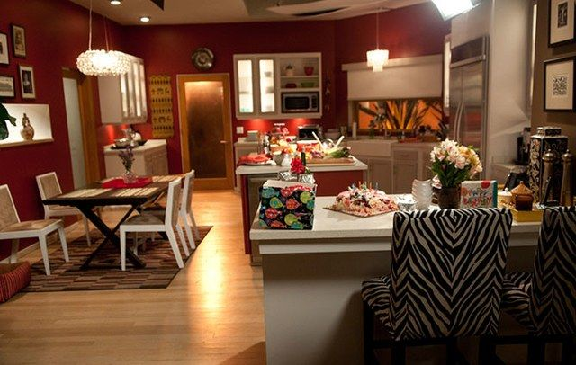 Modern family claire phil home decor