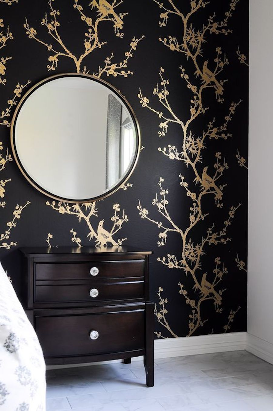 15 Seductive Black Gold Bedrooms Ideas For The Modern Home Black Gold Bedroom Black Wallpaper Bedroom Gold Bedroom
