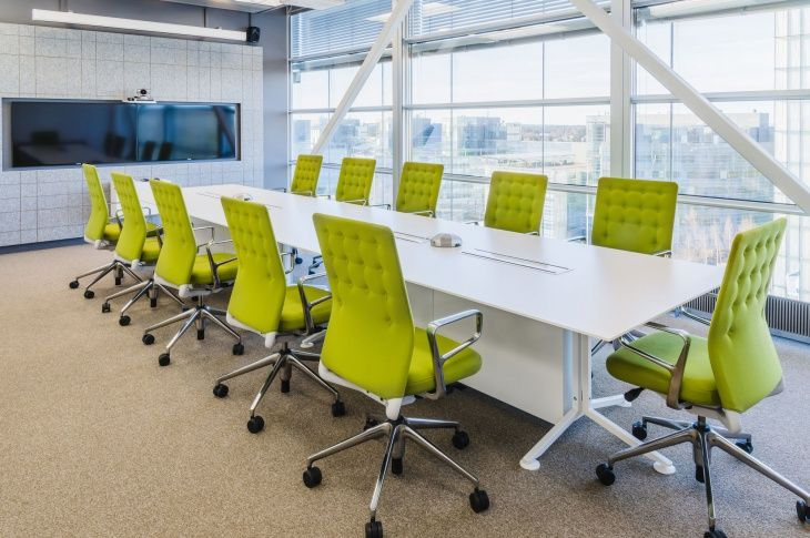 When Choosing Conference Room Furnishings You Can Go For The Traditional Or You Can Choose Corporate Office Decor Modern Office Design Office Furniture Tables