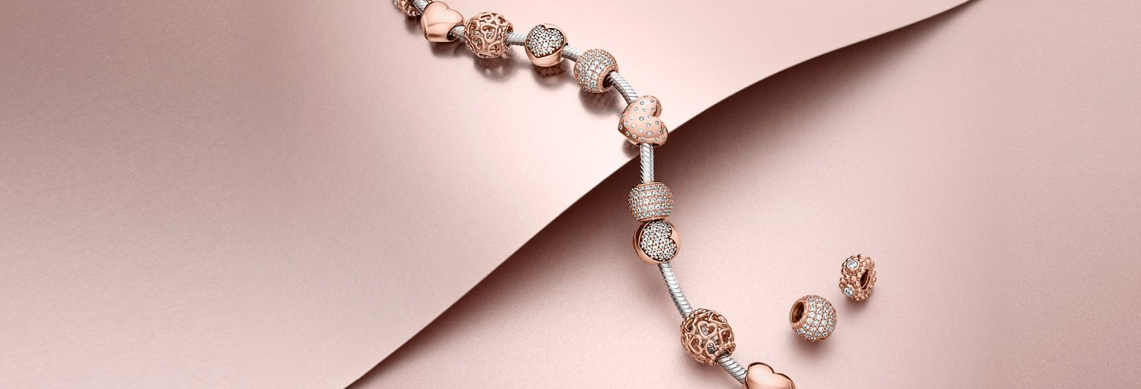 This is gorgeous i want one pandora rose collection