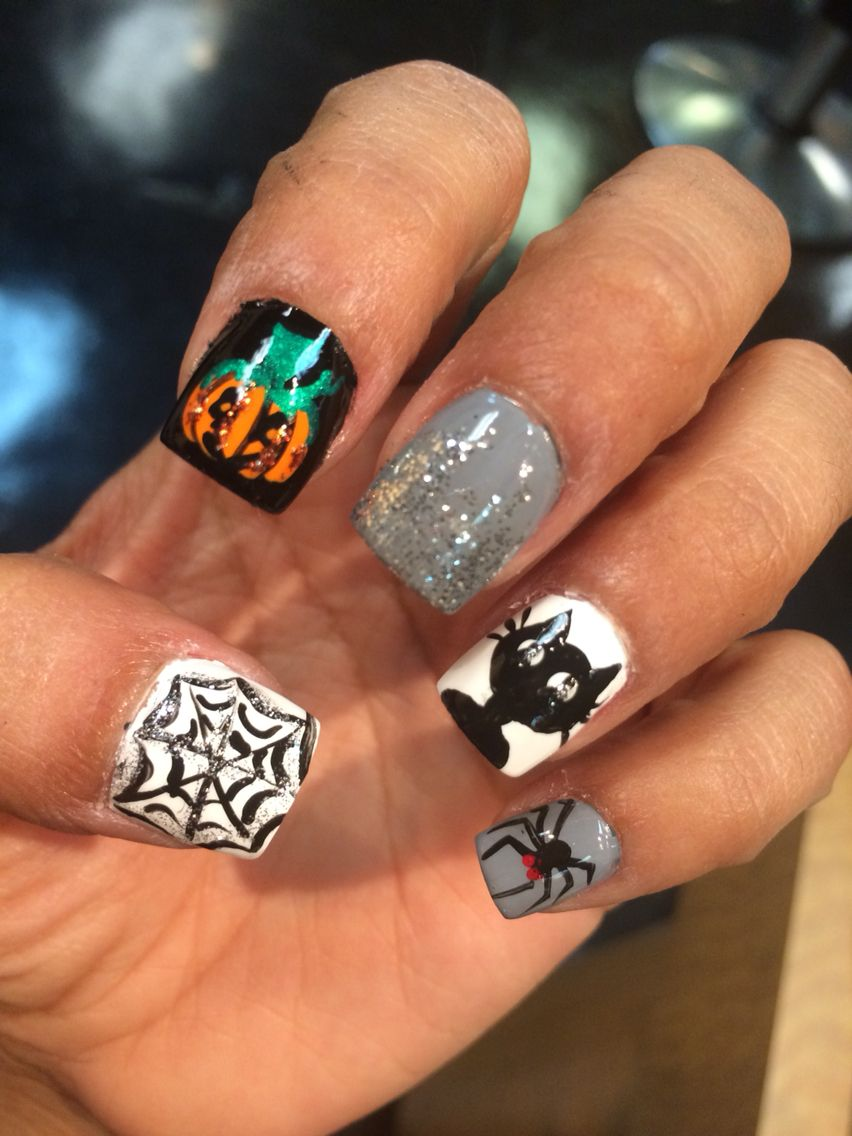 Nails by @vinae1014 Halloween 🎃👻 | Nails, Class ring, Jewelry