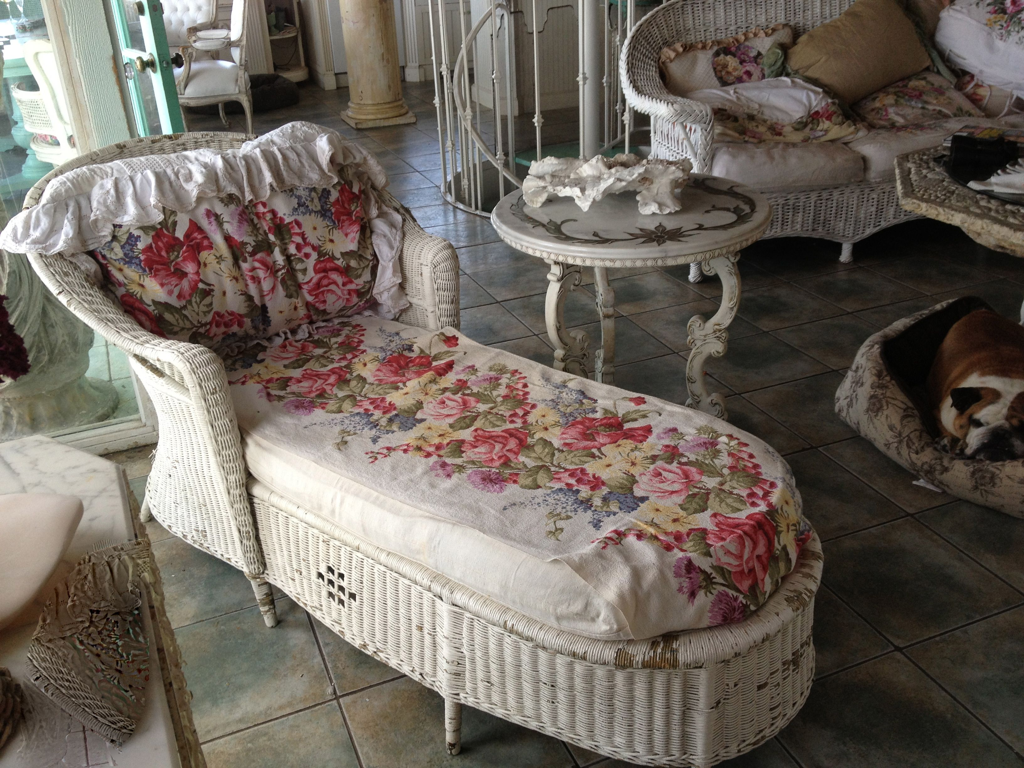 antique wicker chaise lounge veranda pinterest. Black Bedroom Furniture Sets. Home Design Ideas