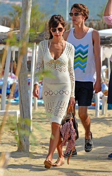 Caroline sieber photos photos caroline sieber leaves club 55 holiday knit fashion fashion for Caroline springs swimming pool