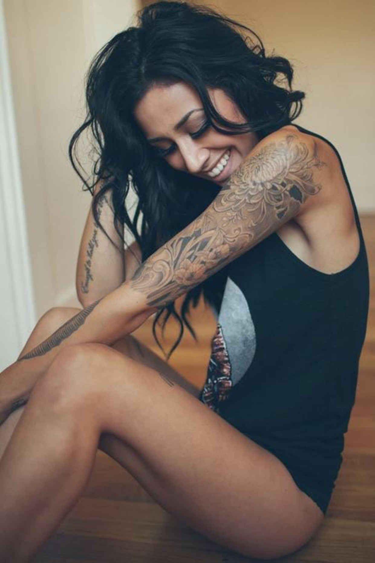 Pornstar with the sleeve tatoo
