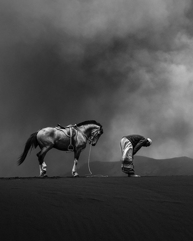 Praying Photo Taken At Mount Bromo In East Java Indonesia Credit Rudy Oei Powerful Images Islamic Pictures Photo