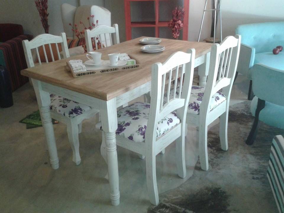 Juego blanco decapado con tapa miel muebles stock for Juego de mesa y sillas para cocina