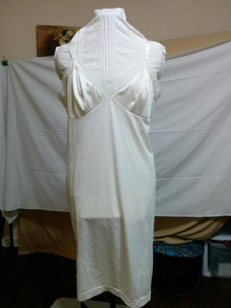 Vintage Vanity Fair pink nylon button up robe Sz S M