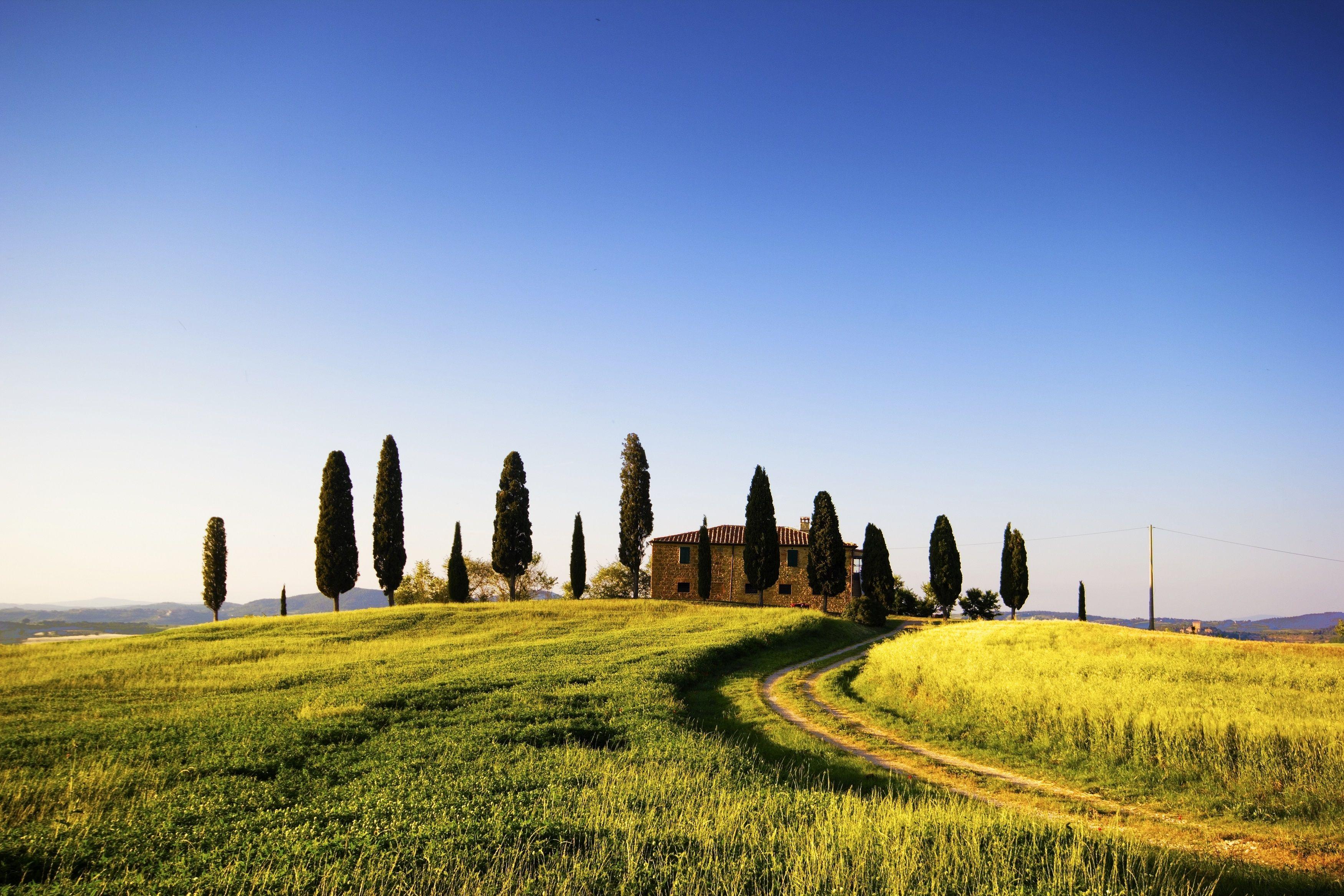 Landhaus Mit Zypressen Ein Typisches Bild In Der Toskana Italy Destinations Toskana Italien Reisen