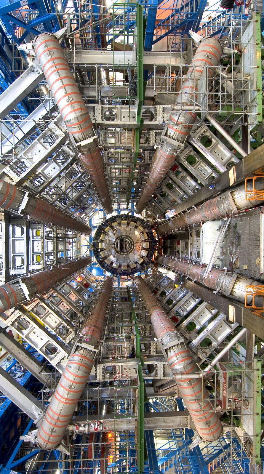 """Street View permite recorrer las instalaciones del """"Gran Colisionador de Hadrones"""". - CERN, the European Organization for Nuclear Research."""
