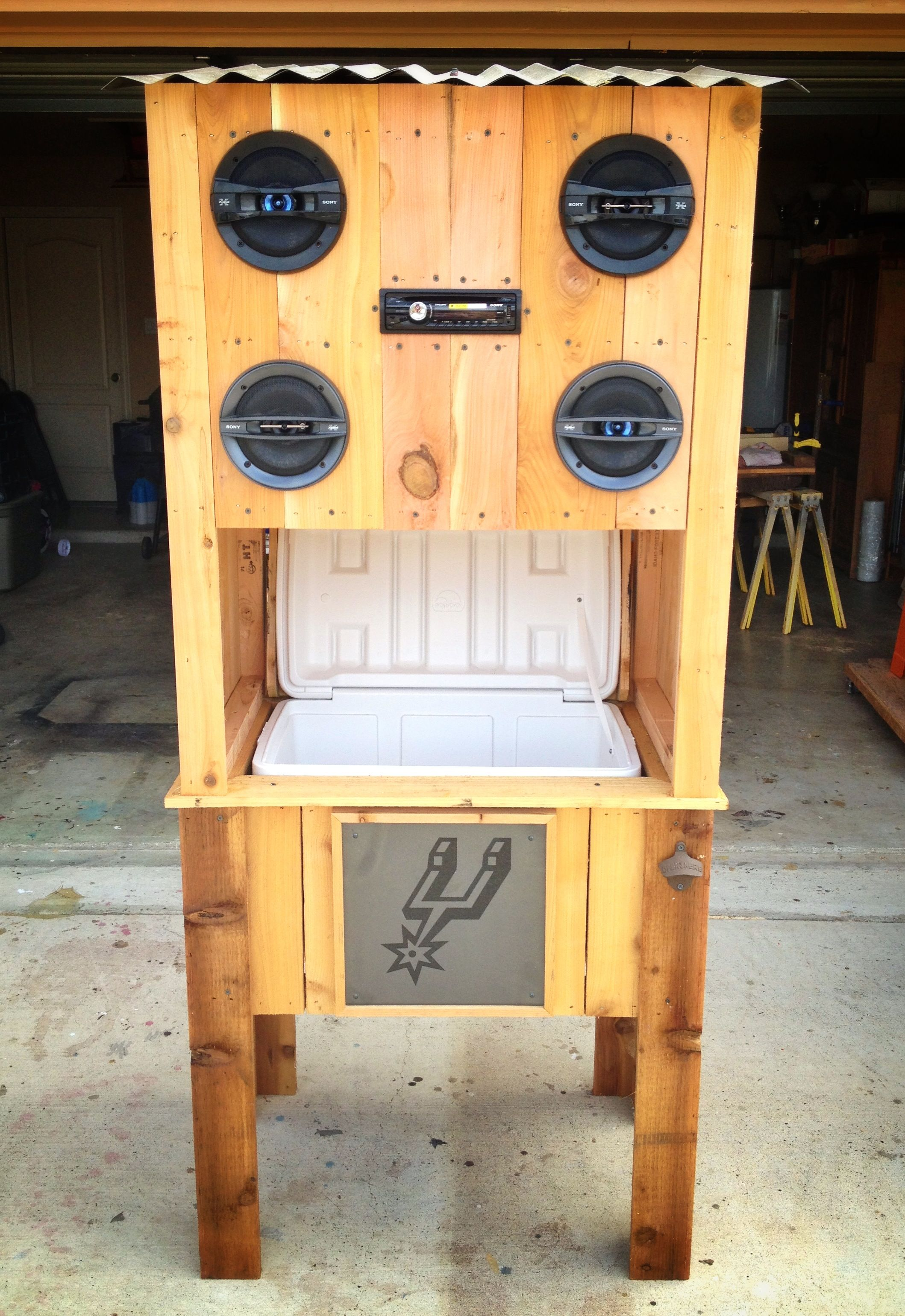 Spurs Cedar Cooler With Sony Stereo System Wood Projects Wood Diy Wood Cooler