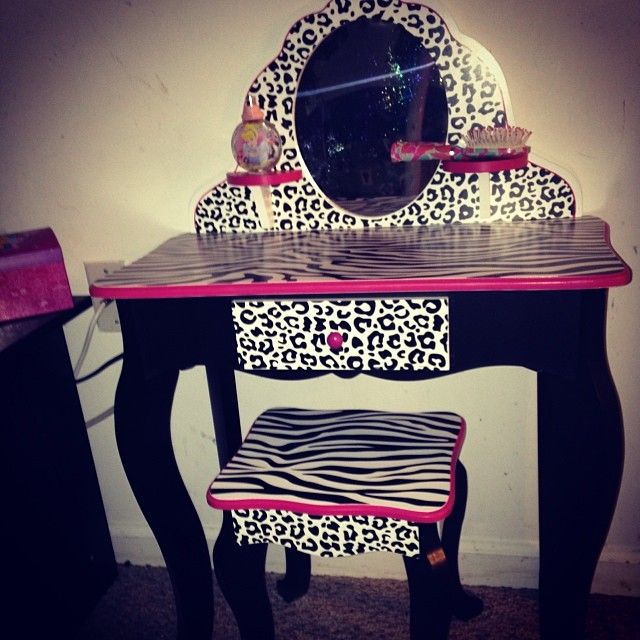 the 25 best little girl vanity ideas on pinterest little girls vanity diy white desk for. Black Bedroom Furniture Sets. Home Design Ideas