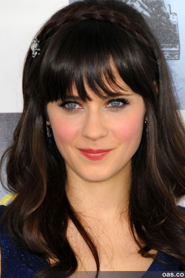 Zooey Deschanels Hair Looking Pretty And Normal Instead Of Like She