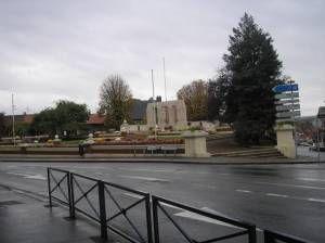 Anciens Combattants Québécois a Ville Albert rend hommage à ses soldats  Un monument moderne au centre ville de la ville Albert