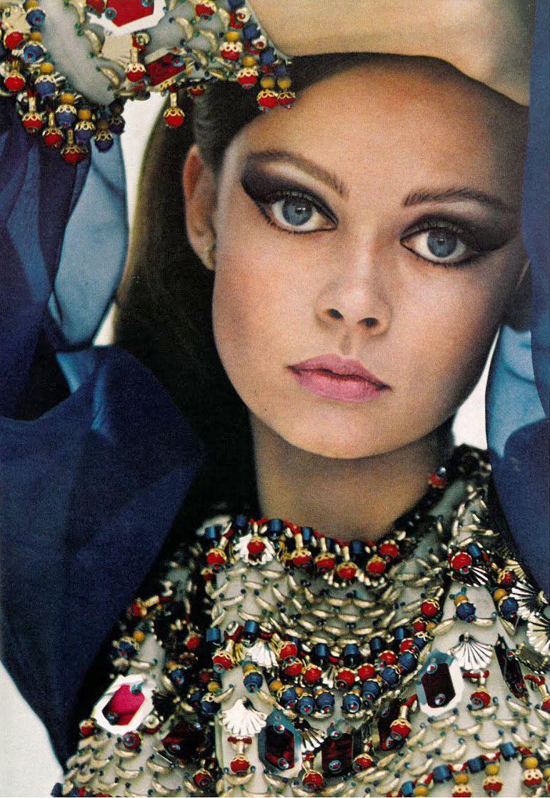 70 S Hippie Makeup