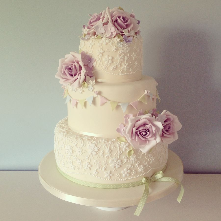 Celebrate Your Wedding Party In Style With Vintage Cake Round Rose And Bunting Ideas