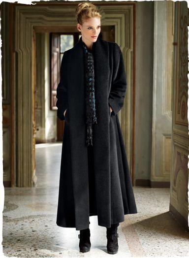 Unser aufsehenerregender, knöchellanger Mantel hat eine