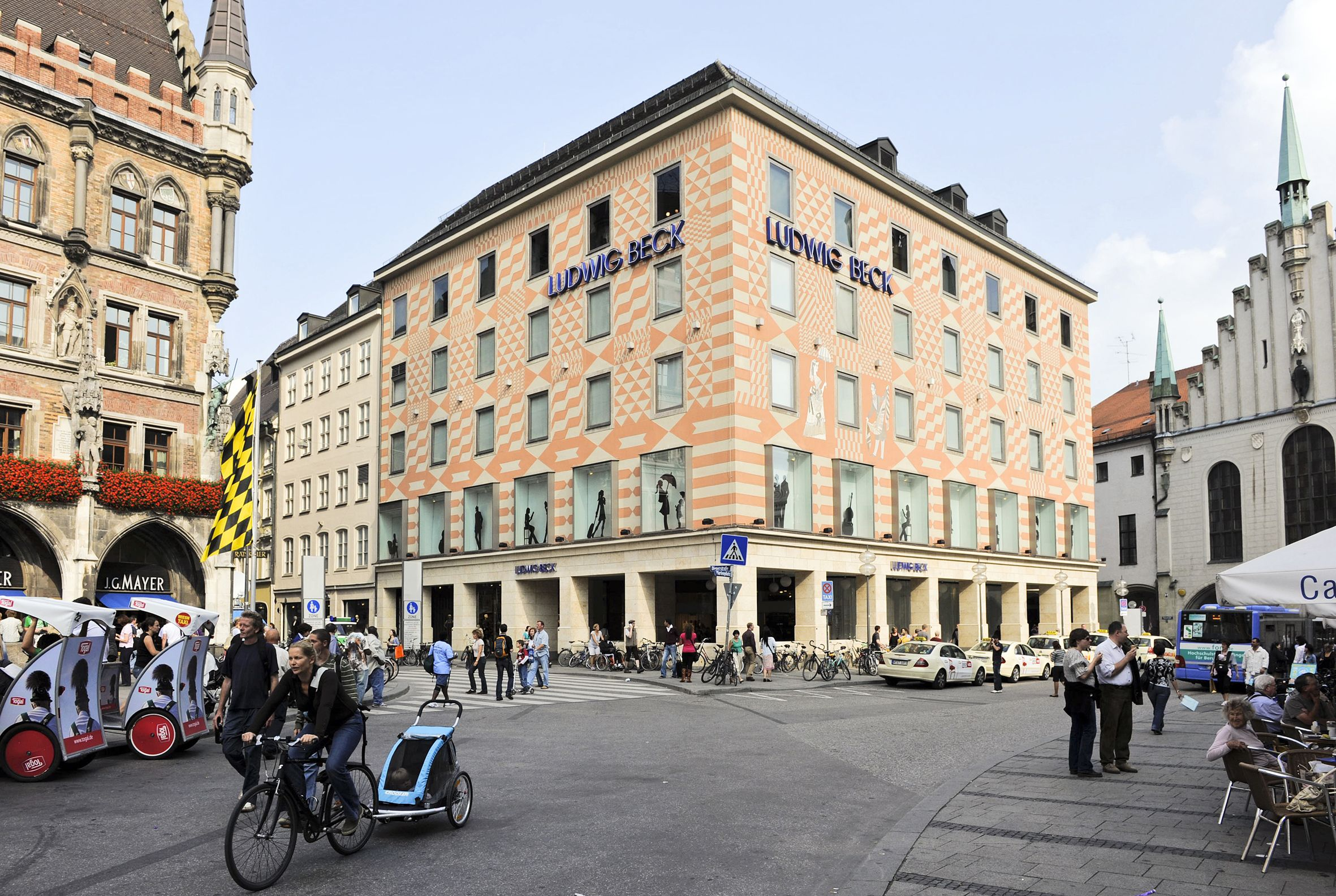 Ludwig Beck 2011 Verkehrsberuhigte Zone Zum Flanieren Das Kaufhaus Der Sinne Am Marienplatz Mode Online Kaufen Kaufhaus Wolle Kaufen