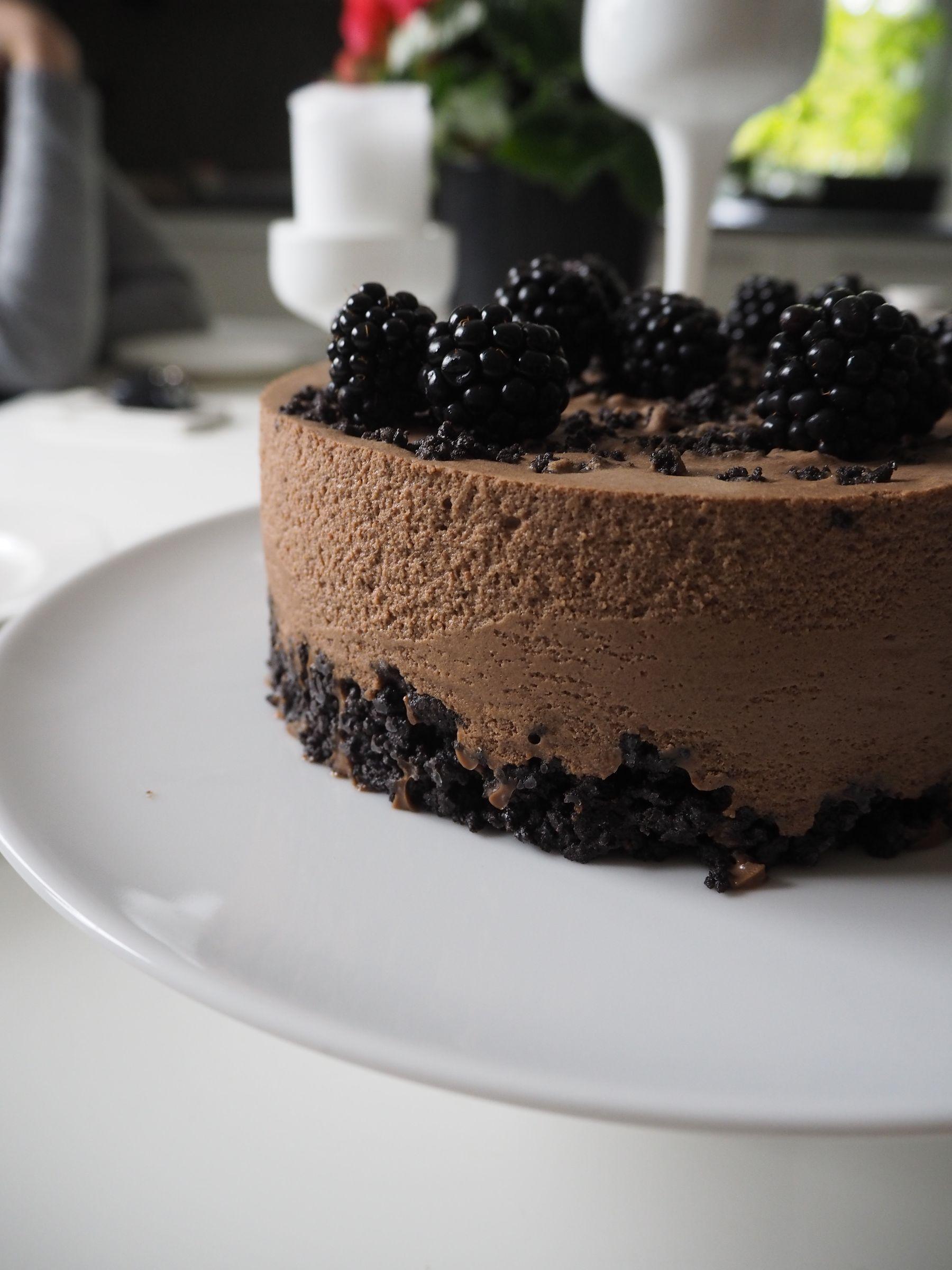Kahvin kanssa on kiva aina leipoa jotain. Tämä kakku päätyi pöytään, kun ihanat työystäväni tulivat...