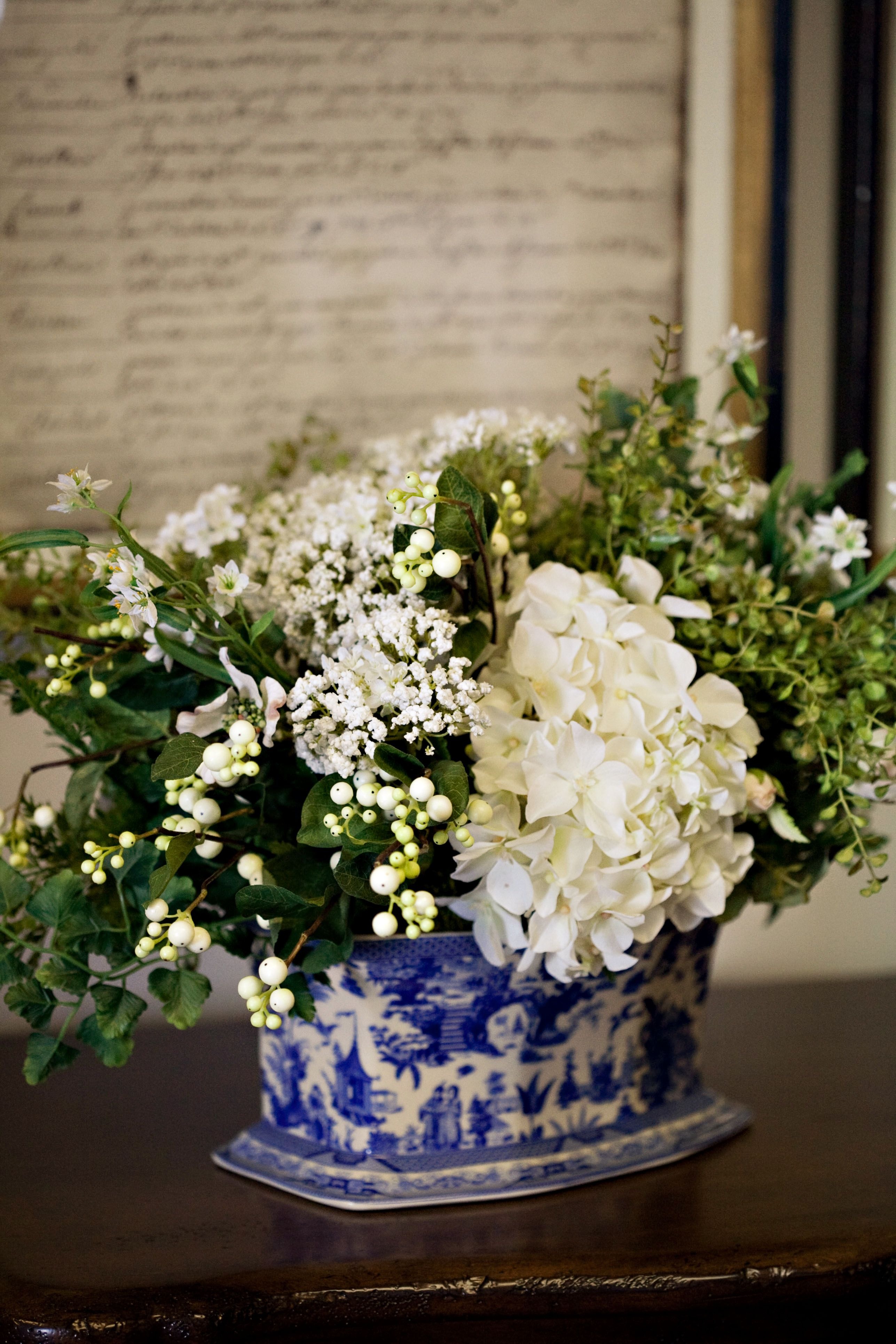 White flowers with blue u white is always beautiful fun things and