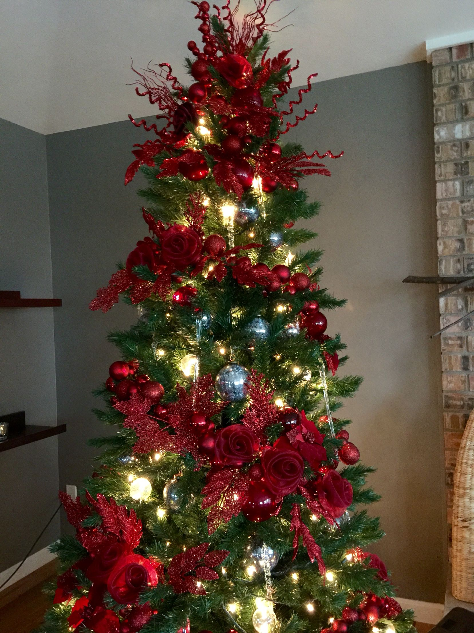 Created This Tree For Xmas 2015 Made A Few Red Roses Using Organza Cloth And Attached Them Christmas Tree Roses Floral Christmas Tree Holiday Decor Christmas