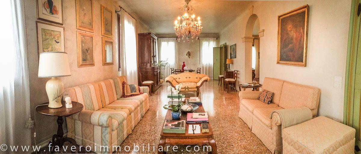 Riviera del Brenta - Dolo - Venezia Villa Veneta del 1700 con una superfice di ben 480mq ben restaurata di recente. #villaveneta, #historicvilla, #venetianvilla, #rivieradelbrenta, #venicevilla