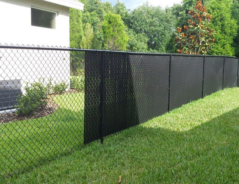 Installation Of Chain Link Fence Privacy Slats Modern Design In 2020 Chain Link Fence Privacy Chain Link Fence Fence Slats